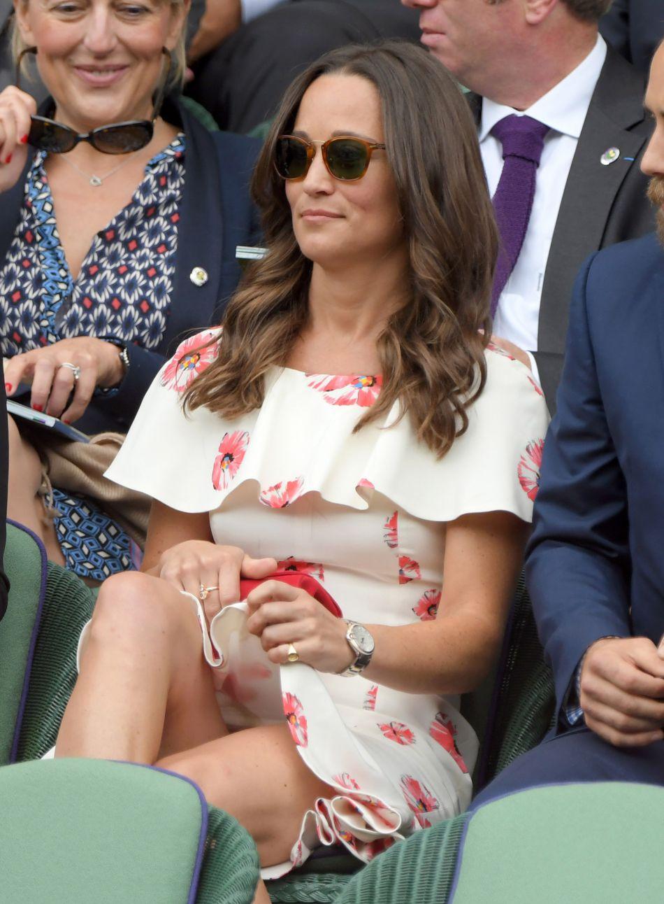 Pippa Middleton en dit un peu trop au  Daily Mail  et explique que sa mère les forçait elle et Kate à rester à table tant que leurs assiettes n'étaient pas vides, même lorsqu'elle servait du foie de volaille.