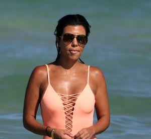Kourtney Kardashian : une maman très sexy en mallot de bain
