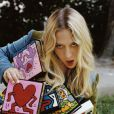 Olympia le Tan mise sur des pochettes inspirées Keith Haring.