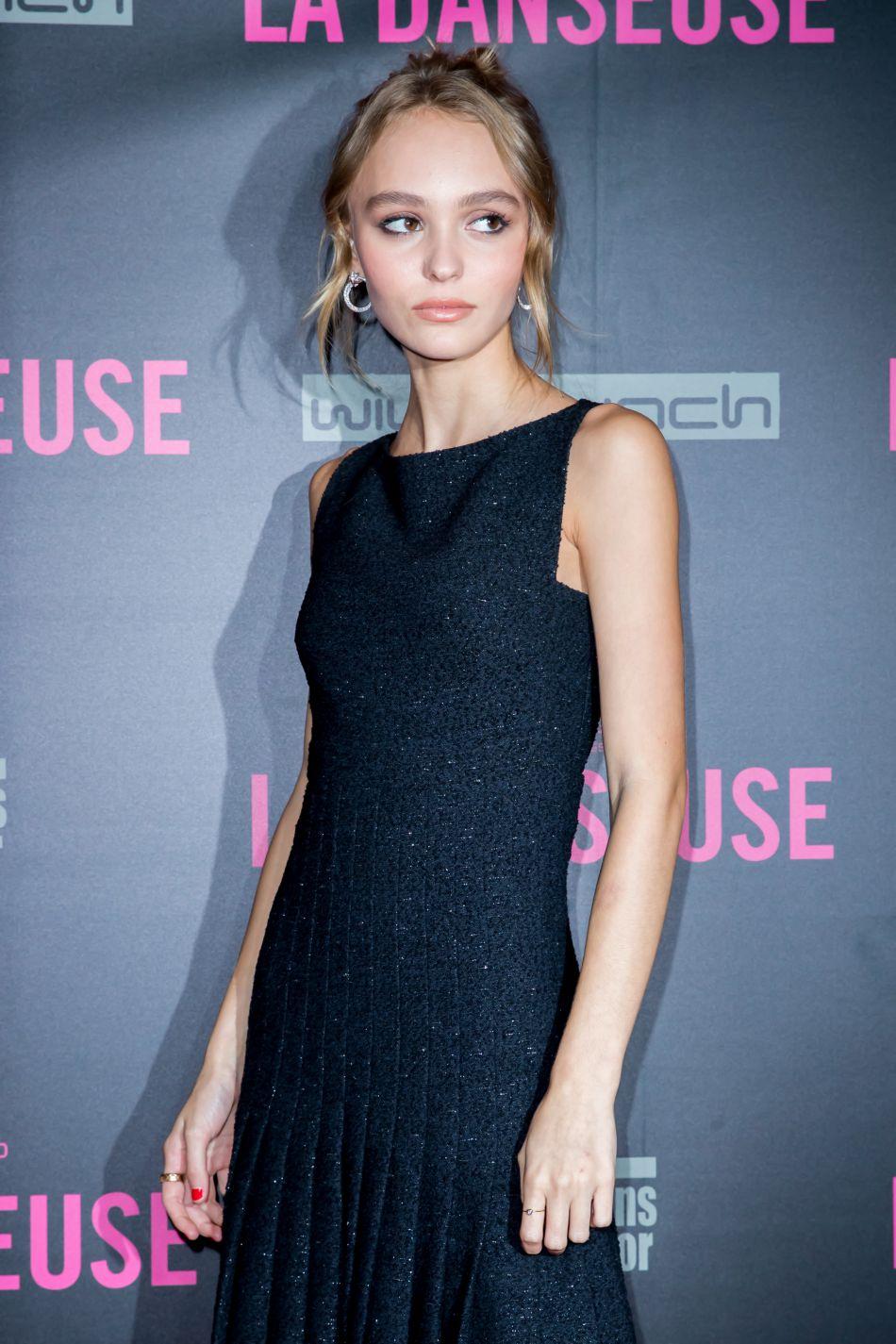 """En pleine promotion de son nouveau film """"La Danseuse"""", la belle a fait une apparition sur le plateau de Yann Barthès."""