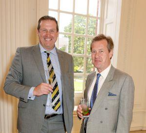 Lord Ivar Mountbatten (à droite), 53 ans, vient de révéler son homosexualité.