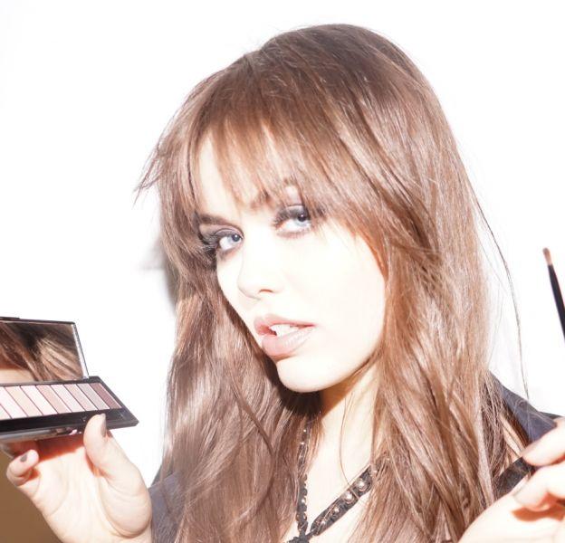 L'Oréal Paris s'est associé à la blogueuse Kristina Bazan pour une e-capsule disponible à partir du 24 Septembre sur le site de la marque.