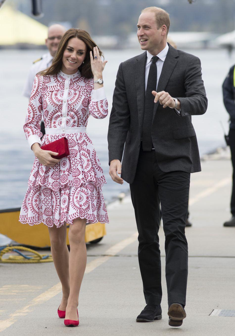 Kate Middleton et le prince William ont laissé leurs enfants à Victoria pour leur premier jour de voyage.