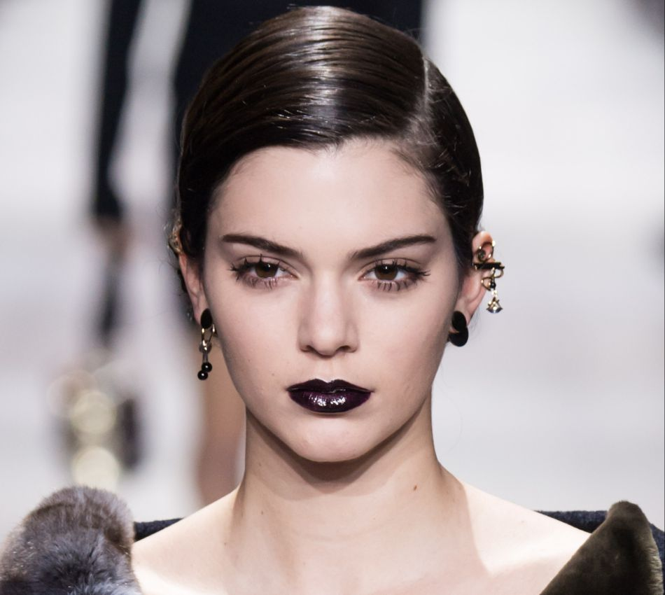 L vres dark comment adopter la bouche noire puretrend - La femme a la bouche fendue ...