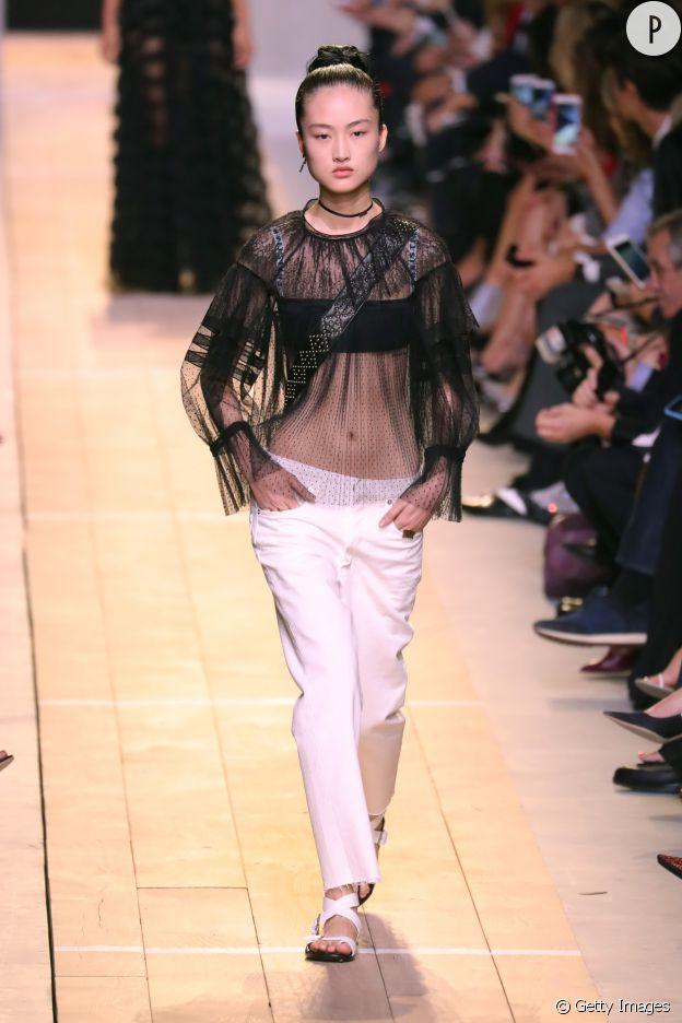 Le top transparent fait le show chez Dior.