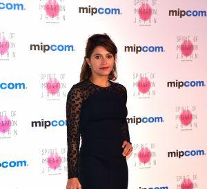 L'actrice de 40 ans prend la pose en soutien-gorge.