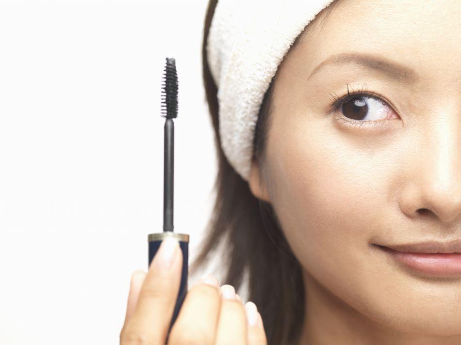 Astuce : comment camoufler ses racines avec du mascara ?