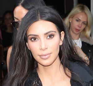 Kim Kardashian : tétons apparents et les fesses à l'air avec sa soeur Khloé