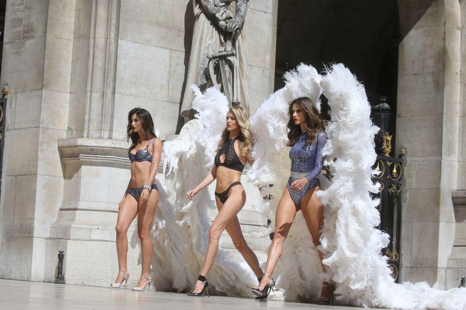 Le top était déjà en France cet été pour enregistrer une publicité pour la marque de lingerie.