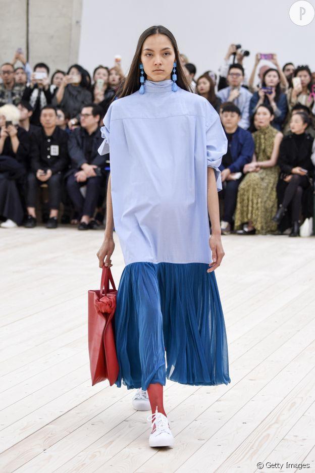 Sur le dernier show Céline, la jupe plissée devient robe chemise.