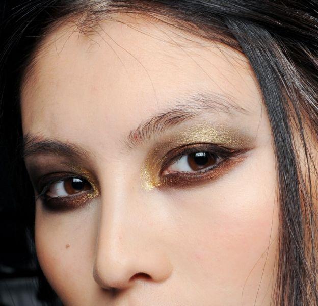 Comment réussir un smoky eye doré ?