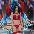 La star prend la pose en backstage avec ses sublimes ailes.