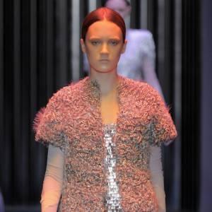Strass et paillettes  Défilé [brand=4294924628]Balenciaga[/brand], Printemps-Eté 2009  Nicolas Ghesquière recouvre d'or et d'argent ses mini robes aux accents futuristes.