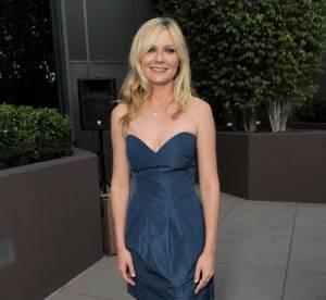 Kirsten Dunst sexy en mini robe bustier