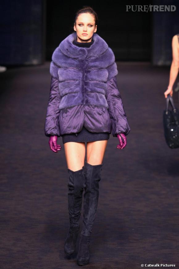 Quand Ermano Scervino choisit le violet, il l'assume en total look. La couleur se décline en plusieurs nuances. Cuissardes sombres, doudoune flashy, fourure eighties: le violet est dans tous ses états.
