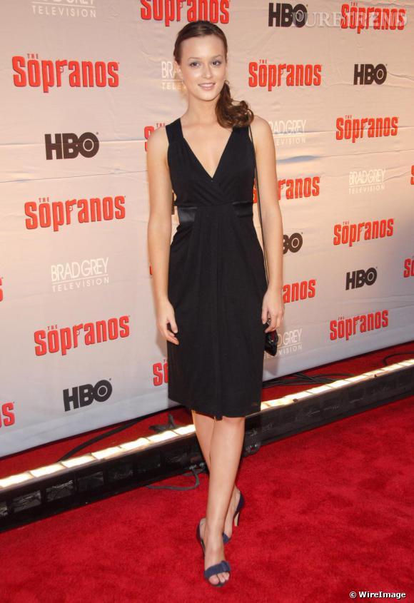 Leighton Meester connait déjà les grands classiques à adopter sur le red carpet et opte pour une petite robe noire simple mais efficace.