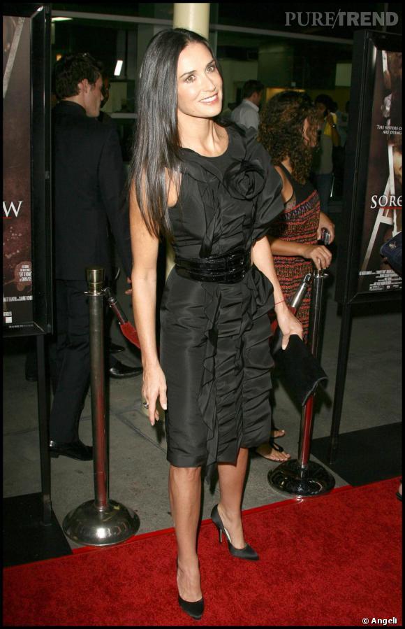 [people=2329] Demi Moore [/people]  en robe  [brand=4294736908] Oscar de la Renta [/brand]