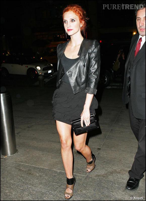 Ashlee Simpson en total look noir à Los Angeles