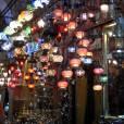 Les lampes d'inspiration orientale sont un des seuls produits intéressants dans l'enceinte du Grand Bazar d'Istanbul