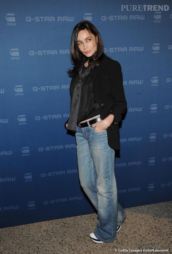 Cette fois, la belle actrice s'accorde avec le thème de la soirée. Jean, foulard et haut noir, une tenue décontractée, sans artifices, à l'image de la marque urbaine G-Star.