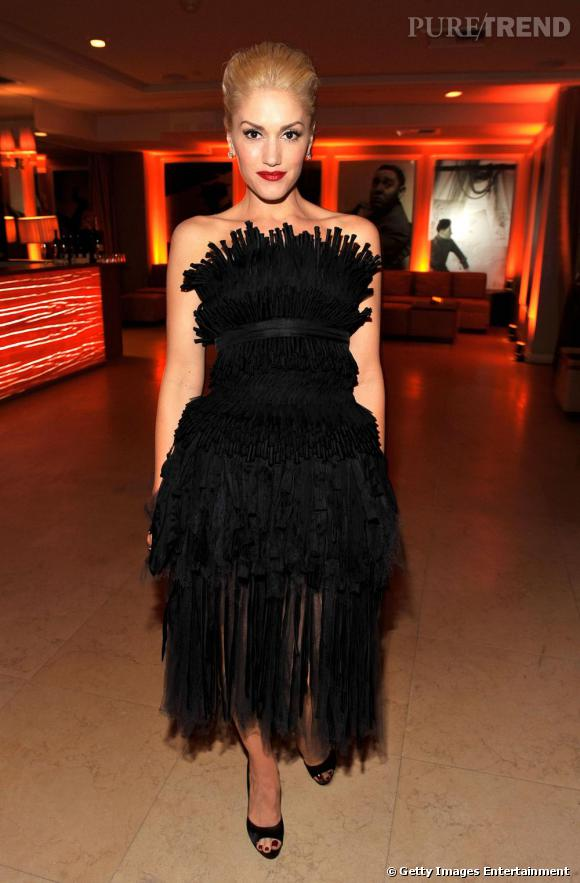 En robe Chanel , Gwen fréquente la frange fashion de la société