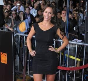 Jennifer Love Hewitt dévoile ses formes de sirène
