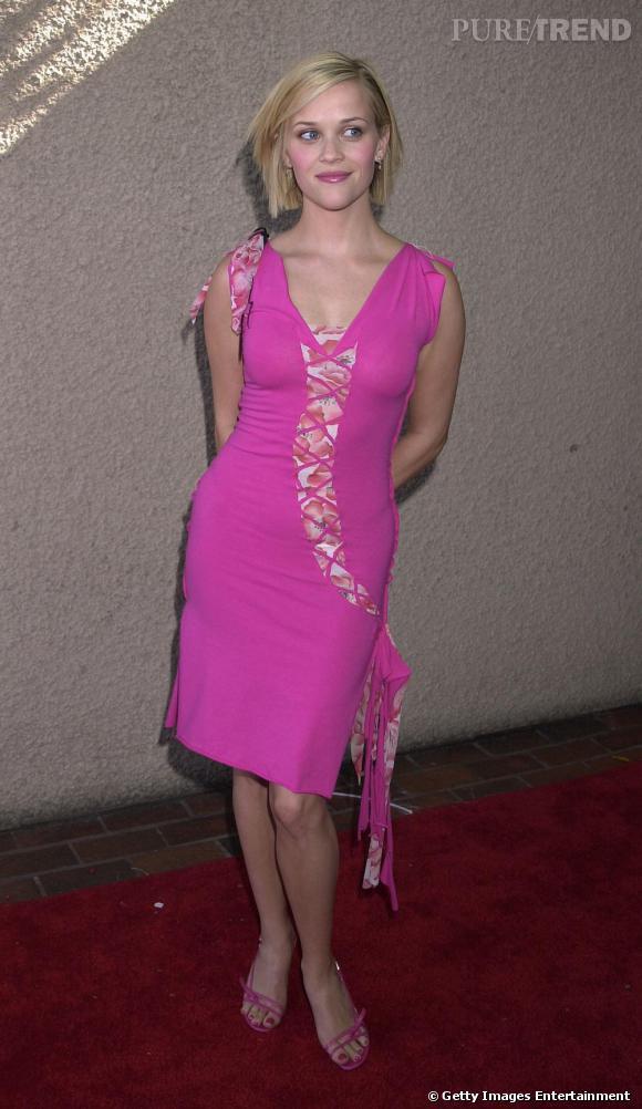 Les années 2000 marquent un tournant dans le style de la star. Elle ose désormais des couleurs flashy. Cependant, elle n'a pas encore conscience que le rose Barbie ne va pas aux blondes. Dommage.