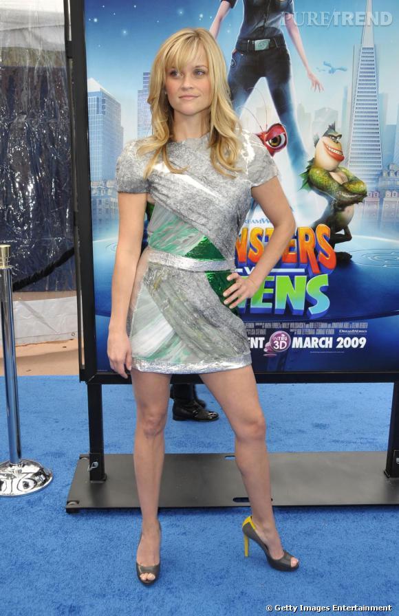 Reese ose enfin la combinaison mini longueur + stiletto : magnifique.
