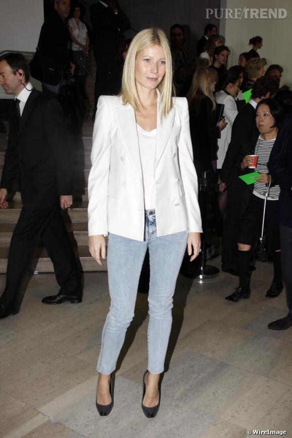 La grande Gwyneth Paltrow peut choisir un slim les yeux fermés. Ou presque ! En effet, la forme convient particulièrement aux grandes tailles. Bon point, elle laisse dépasser la cheville pour mettre en valeur ses talons : très glamour.