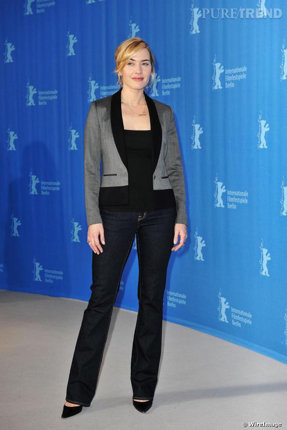 Kate Winslet aime les valeurs sûres. Voilà pourquoi elle s'approprie le jean boot cut brut, resserré aux genoux. La couleur affine et la forme galbe la cuisse pour élancer le mollet. Résultat : - 3 kilos.