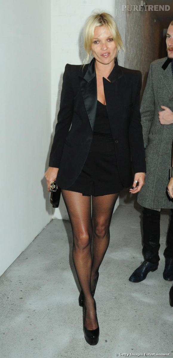Véritable It-shoes de l'hivr, les platform pump d'Yves Saint Laurent ont passé l'hiver aux pieds des fashionistas les plus en vue de la planète et aujourd'hui encore, Kate Moss n'arrive pas à s'en séparer.