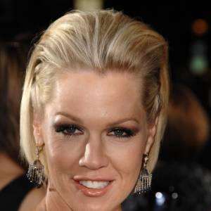 La crinière en arrière, la belle de Beverly Hills a pris un mauvait tournant. Essaierait-elle de ressembler à Victoria Beckham ?
