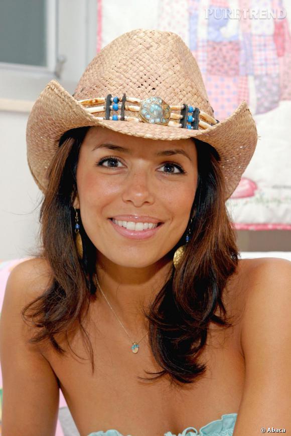 La texanne cache sa chevelure sous un chapeau de paille. Ne saurait-elle pas quoi en faire?