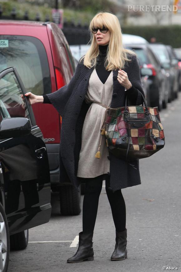 Claudia Schiffer dans un look casual et pratique