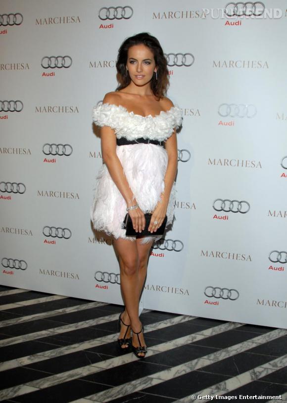 Camilla Belle, divine en robe Marchesa