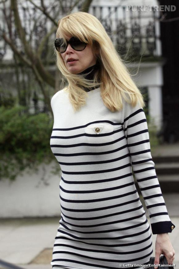 Claudia Schiffer ose la marinière très enceinte