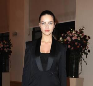Adriana Lima, oversexy en robe fendue, nous bluffe !