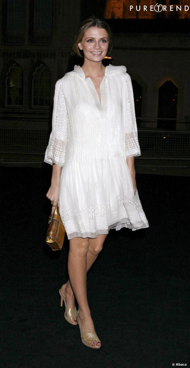 Bijoux en robe blanche