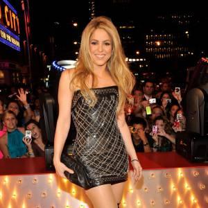Seule blonde au tableau. Shakira est plutôt de celles qui aiment dévoiler leur gambettes et les allonger en misant sur des talons XXL.