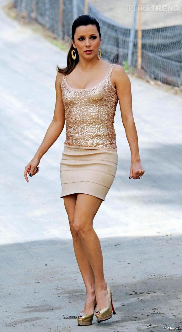 Eva Longoria est la seule à maîtriser la robe mini, moulée, paillettée. Un art qui fait des émules.