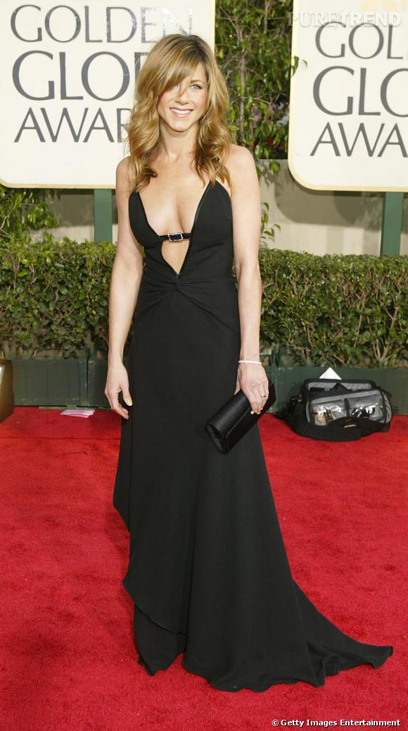 Jennifer Aniston joue de ses atouts sur le red carpet