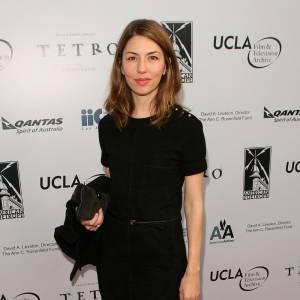 Sofia Coppola, bien connue pour ses petites robes noires, joue la carte de la simplicité