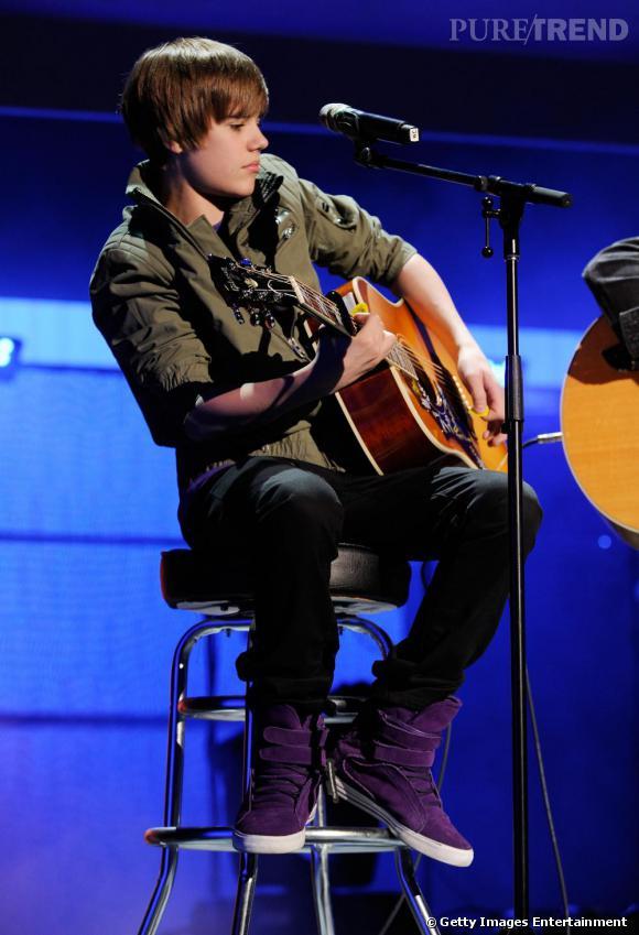 Fin connaisseur des tendances, Justin a déjà sa parka kaki !