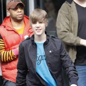 Justin tâte aussi du blouson noir, version soft