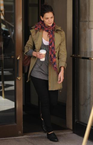 Katie Holmes  York Address on Katie Holmes En Veste Kaki Dans Les Rues De New York