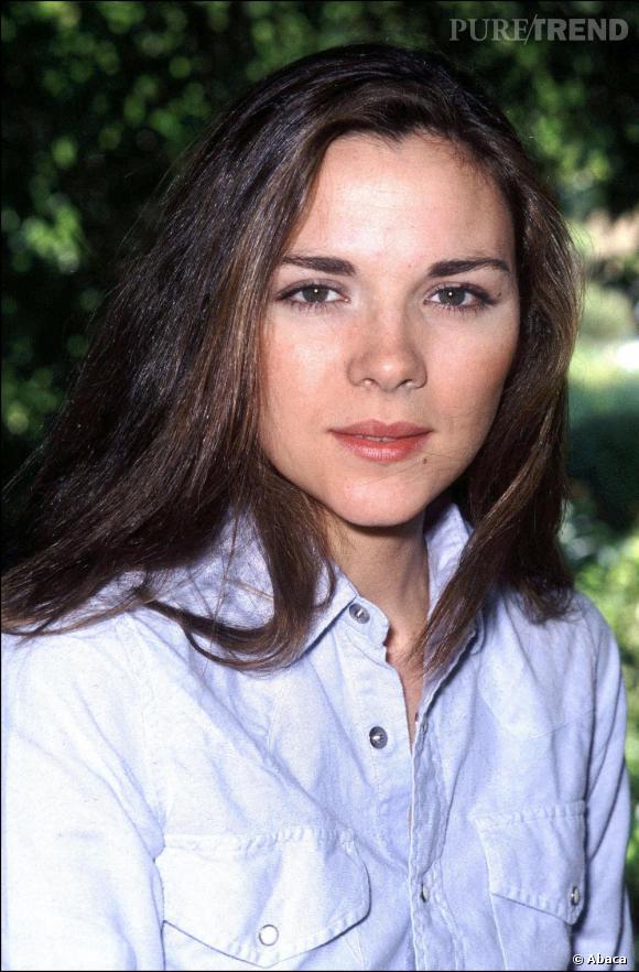 1981, Kim Cattrall à 25 ans. Brune, la crinière sauvage, elle se donne des allure très bcbg, loin de la Kim sexy d'aujourd'hui.