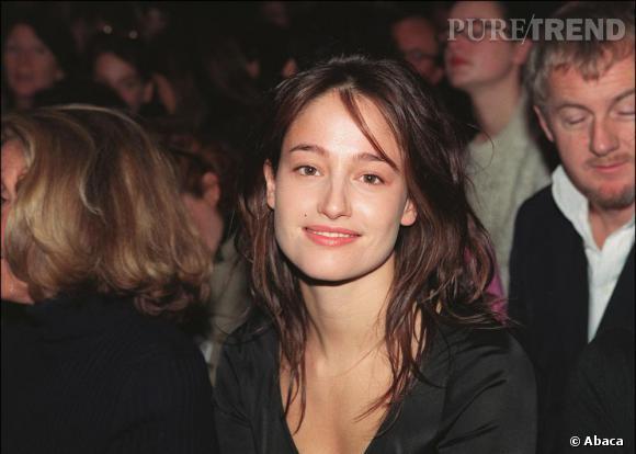2000 : Marie Gillain reste fidèle à un coupe bohème ébouriffée. Simple mais efficace.