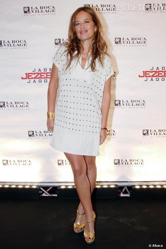 Jade Jagger très sexy dans cette tenue estivale chic.