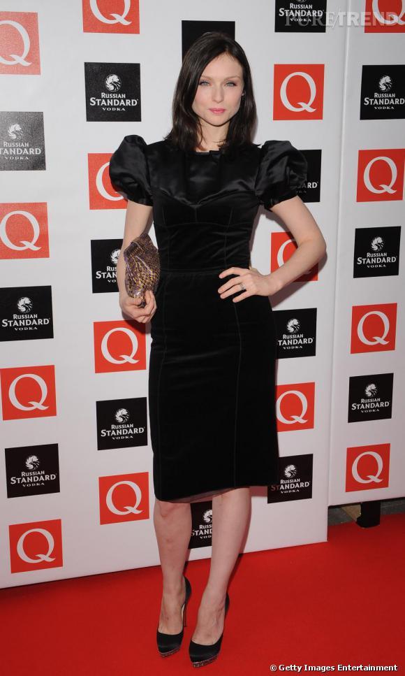 La robe noire : Sophie affectionne les looks stricts mais toujours décalés ou stylisés