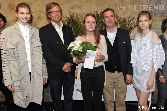 FHMP 2010 : remise du prix du jury mode à Alexandra Verschueren, Dries Van Noten à sa droite